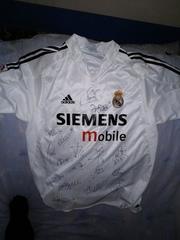 футболка Реал Мадрид с подписьями команды за 2004-2005 сезон